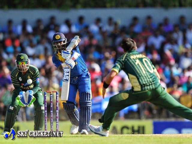 Thisara Perera powered Sri Lanka to 310 in 50 overs
