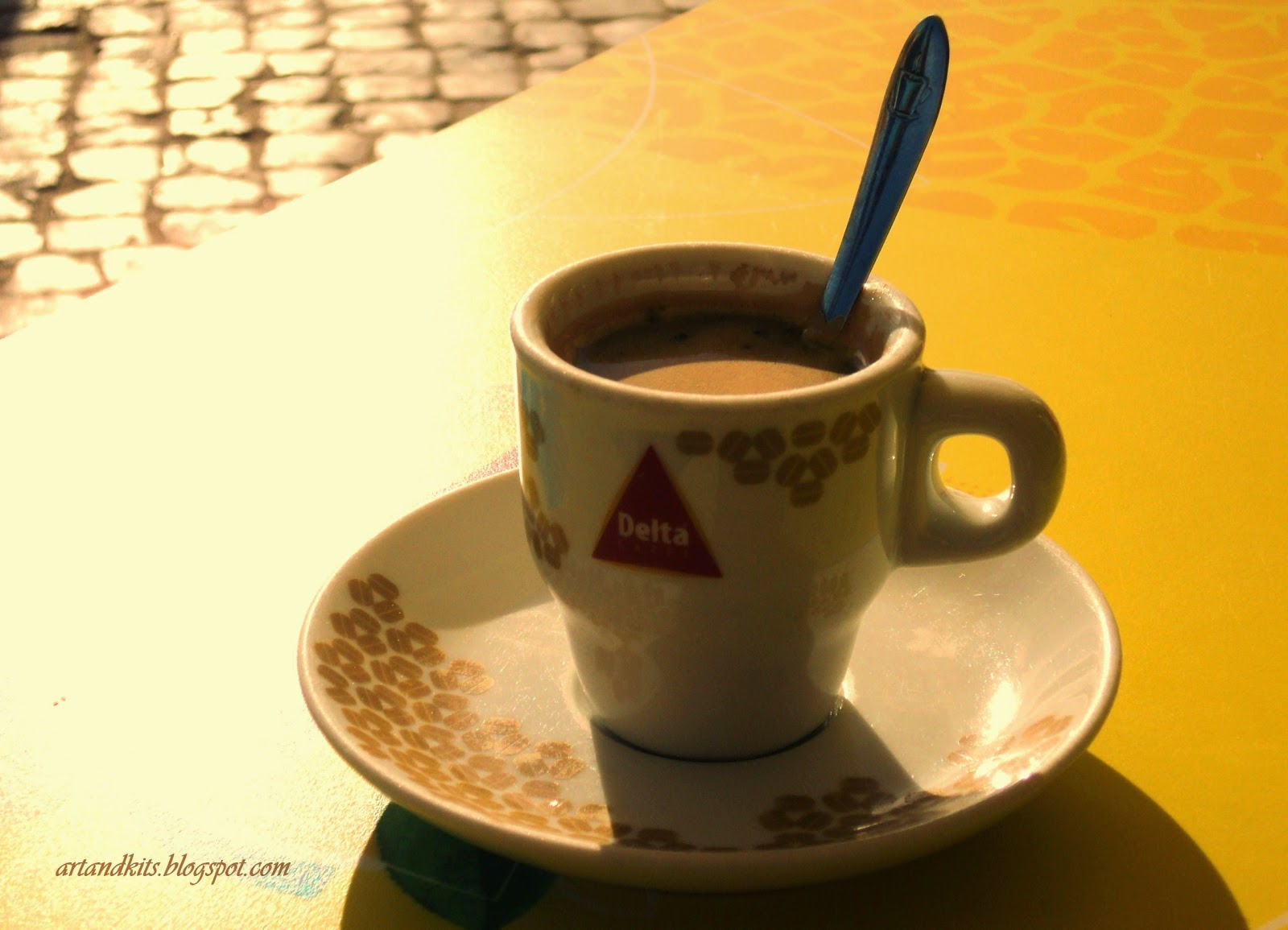 O café, doce ou amargo... tal como a vida... deve ser apreciado, até à última gota, e em boa companhia, de preferência... tal como a vida... E tal como a vida... serve-se quente, e com um sabor intenso. Talvez seja por isso, que a vida sempre começa... depois de um bom café... / The coffee, bitter or sweet... as life itself... must be enjoyed, to the last drop, and in good company, if possible... as life itself... And as life itself... must be served hot, and with an intense flavor. Perhaps that is why, life always seems to begin... after a good cup of coffee...