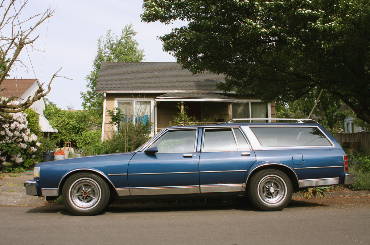 OLD PARKED CARS.: 1987 Chevrolet Caprice Classic Wagon.