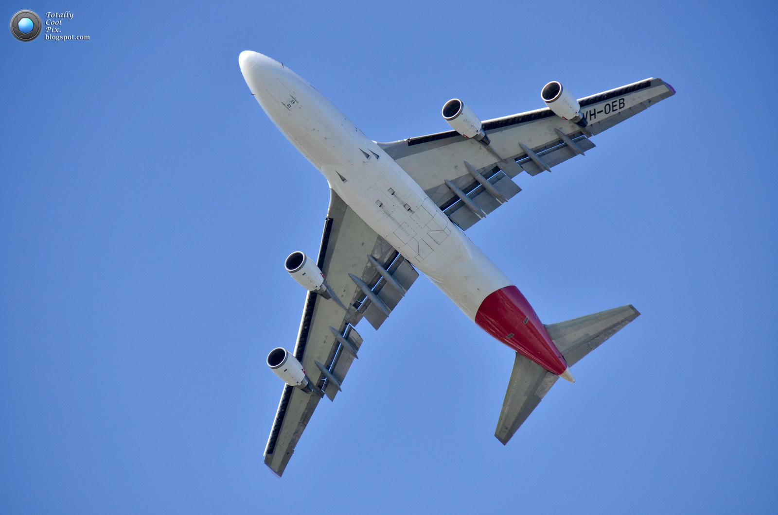 http://1.bp.blogspot.com/--vAhrwVmntI/T9xWhkyS8cI/AAAAAAAABVQ/KcTWAseEr0w/s1600/26-Australia-2012-F1-Grand-Prix-Airshow-Wallpaper-Keith-McInnes-Photography-QANTAS-747-turn.jpg