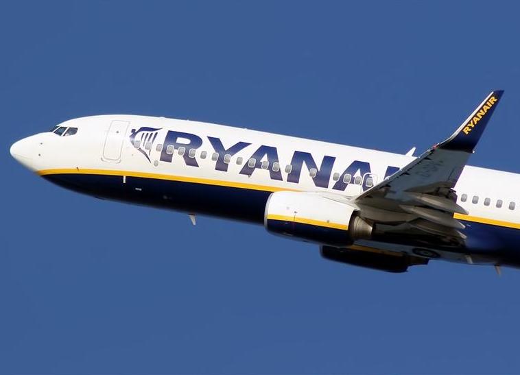 Trabajadores de tierra de Ryanair convocan huelga indefinida en Madrid
