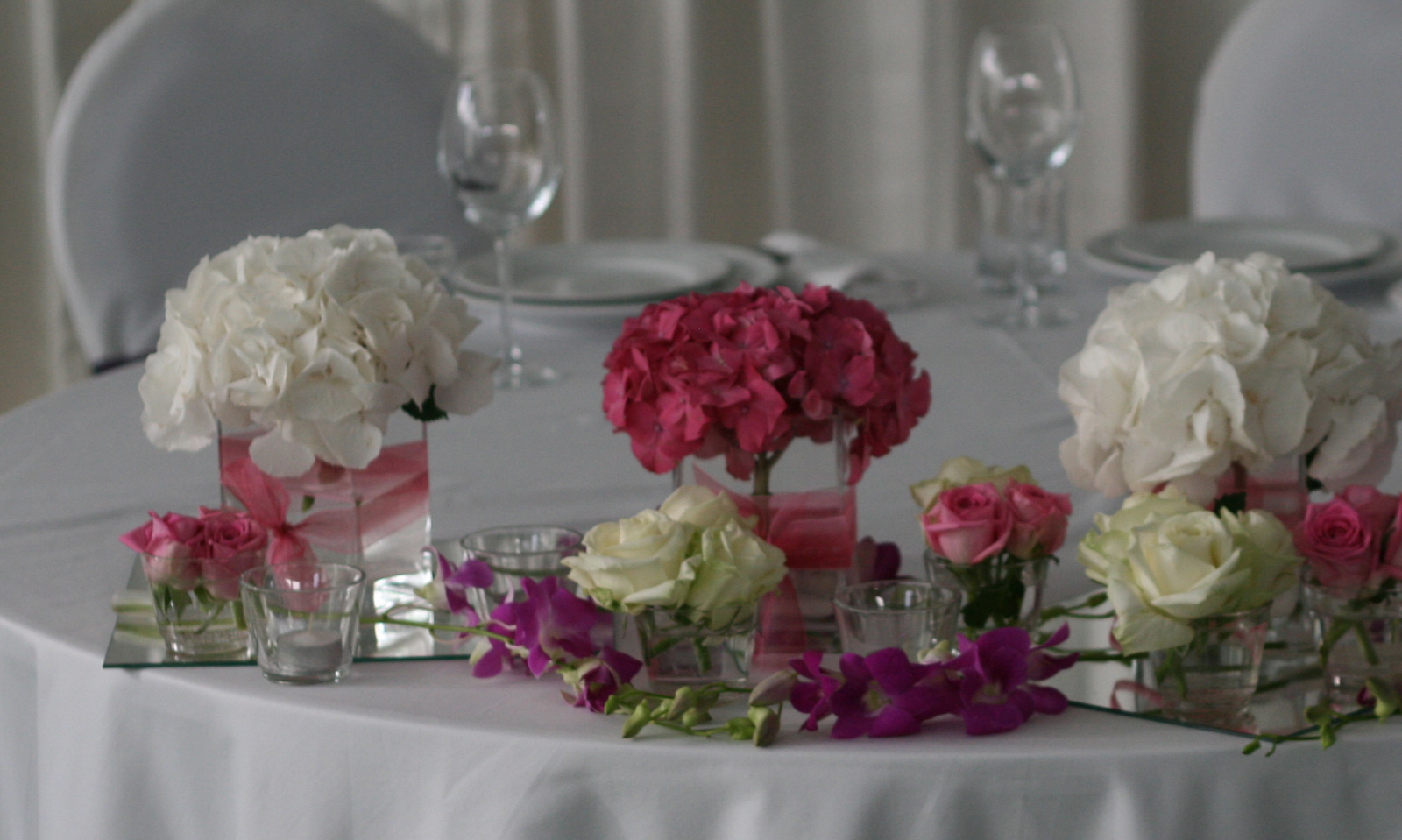 Флористическое украшение стола фото