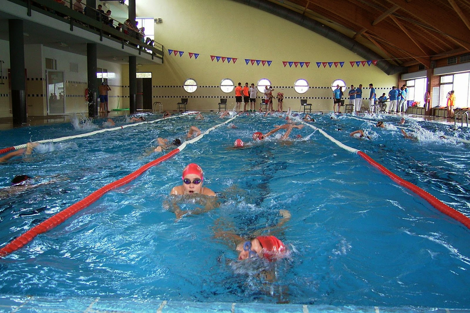 Club nataci n bajo arag n 05 14 for Piscina climatizada teruel
