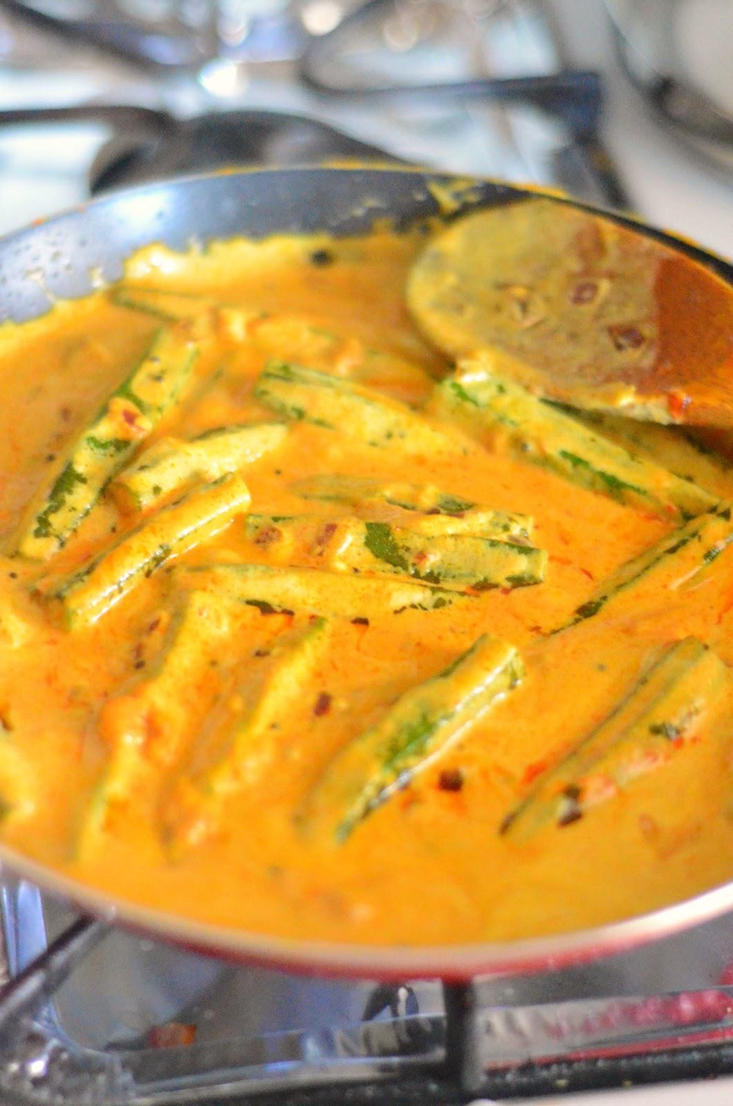 Vendaikkai kuram | Bhindi Kurma recipe