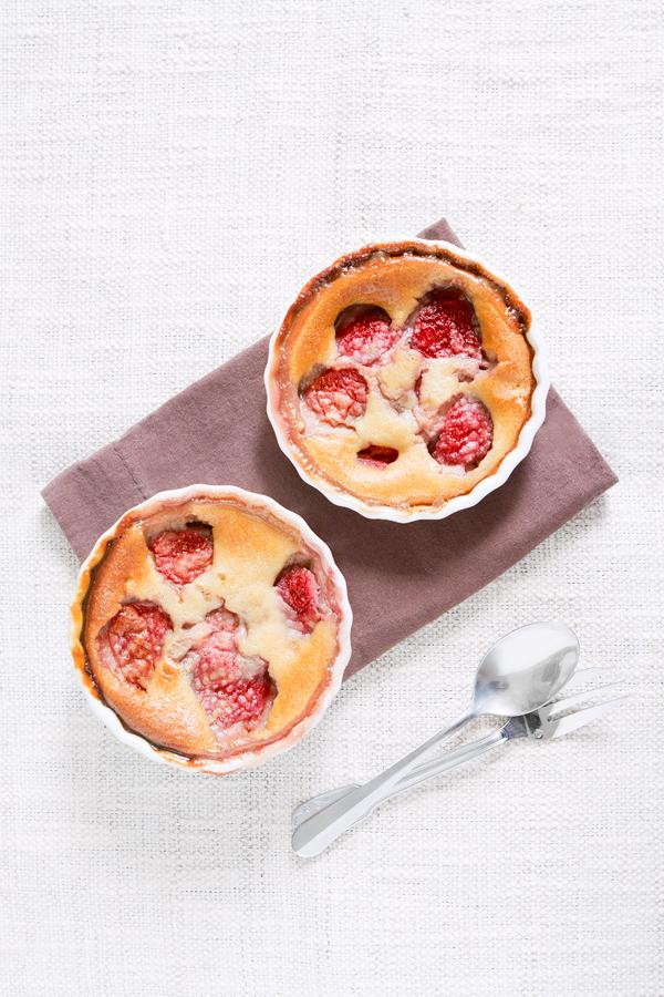 clafouti aux fraises, confit de pétales de roses, vanille et ricotta - dessert