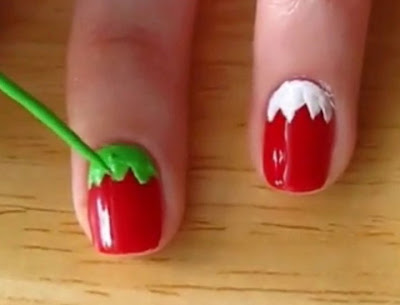 Menghias Kuku Sendiri strawberry