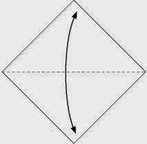 Bước 1: Gấp tờ giấy theo chiều từ dưới lên.