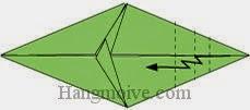 Bước 7: Gấp gấp khúc cạnh giấy.