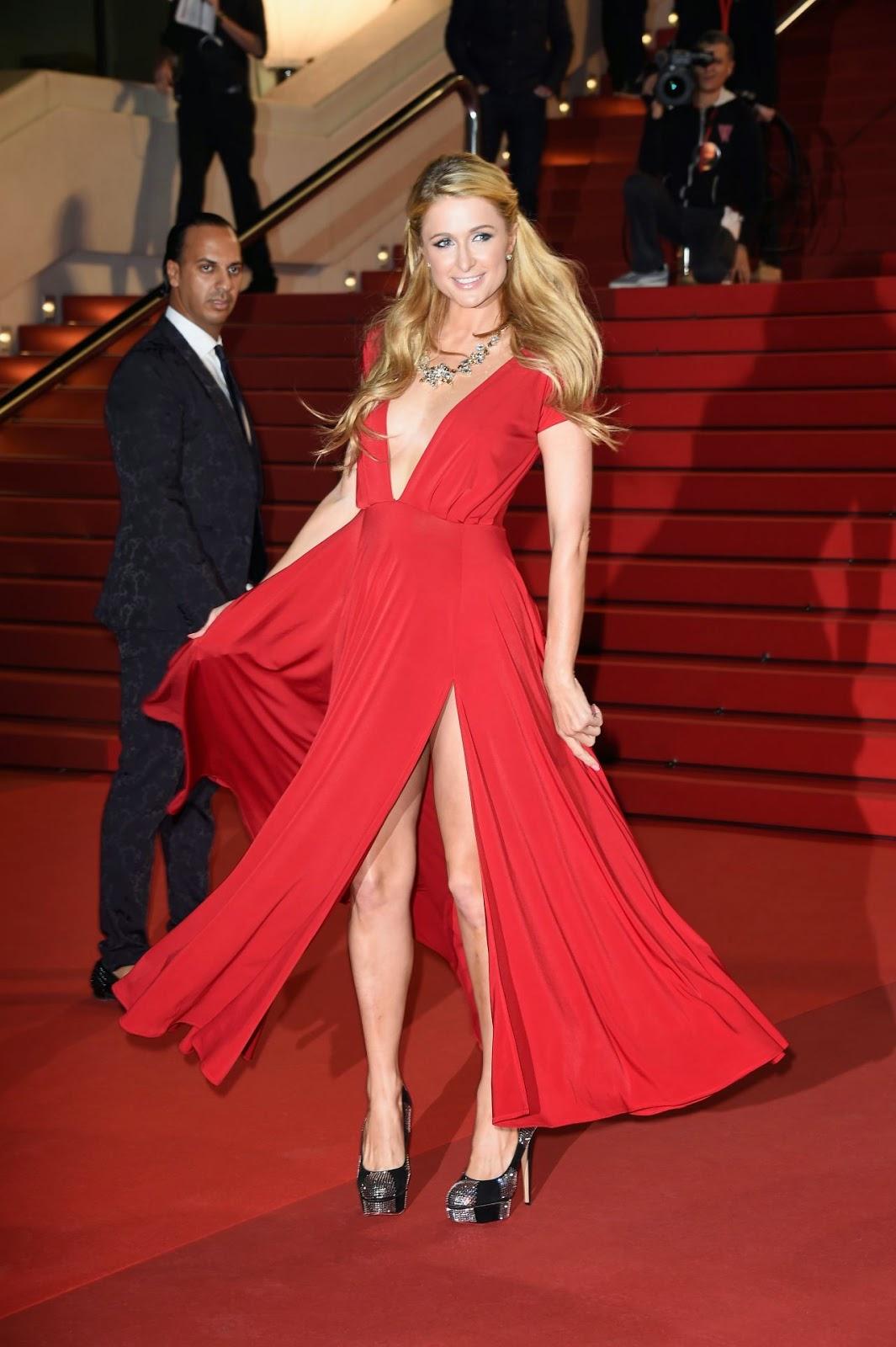 الجميلة باريس هيلتون بثوب أحمر جذاب خلال حفل NRJ Music Awards في كان