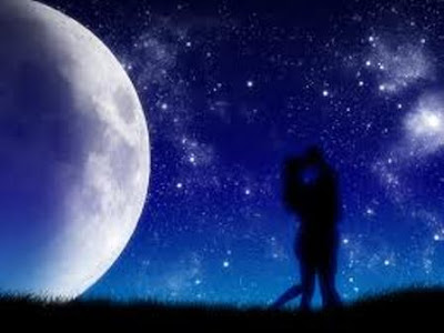 Free Romantic Moonlight Lovers Wallpaper
