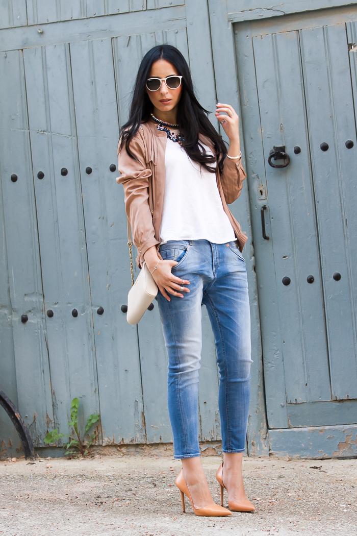 Streetstyle con jeans boyfriend estilo relajado y pierna pitillo de Nueva Colección de Meltin' Pot