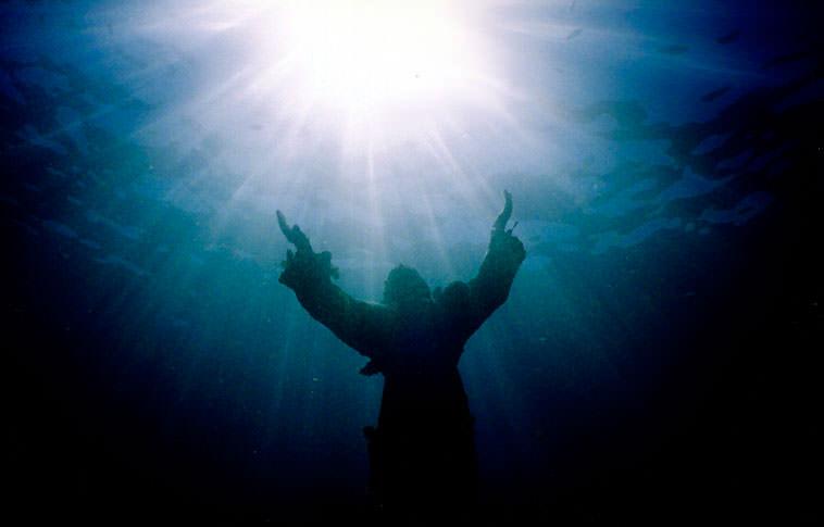 Cristo del Abismo en San Fruttuoso, Italia. Cristo_del_abismo_02