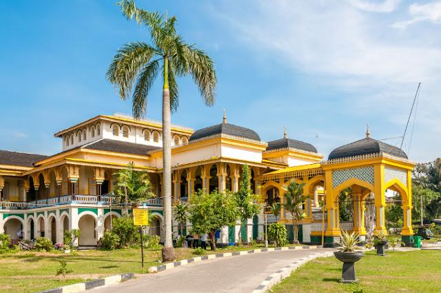 Yuk Berwisata ke Istana Maimun Medan