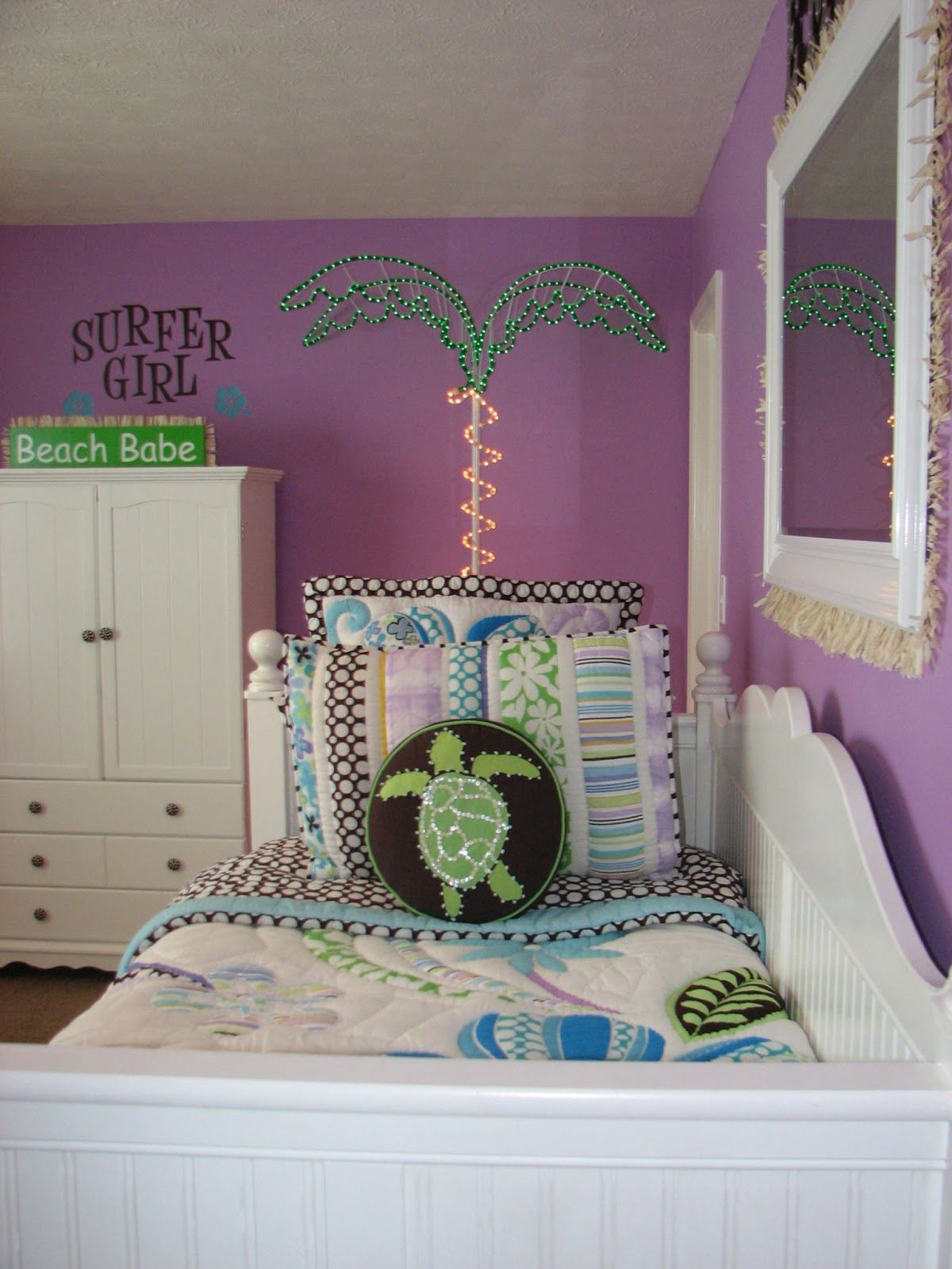 Kittles Bedroom Furniture Gotta Love A Little Bling Home Tour Sofa And Grey Trellis Rug