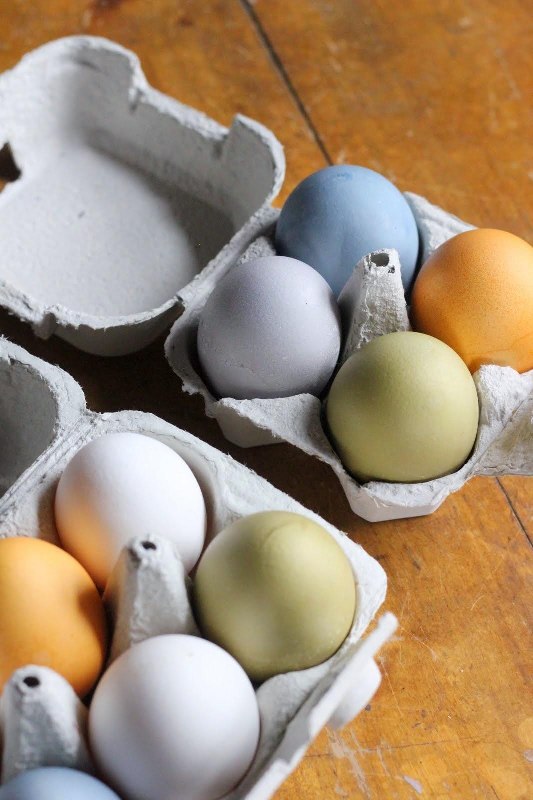 Kananmunien värjääminen