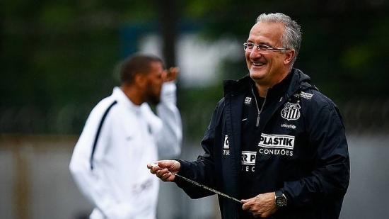 Dorival, que trabalhou com Neymar no Santos, agora comanda nova geração de talentos
