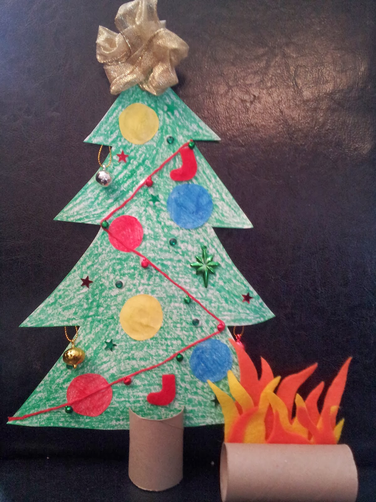 Toilet roll Christmas tree craft, Christmas craft, kids craft