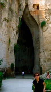 l'orecchio di Dionisio ..洞窟の穴に耳あり