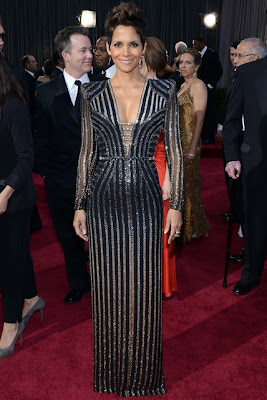 HALLE BERRY RED CARPET OSCAR 2013