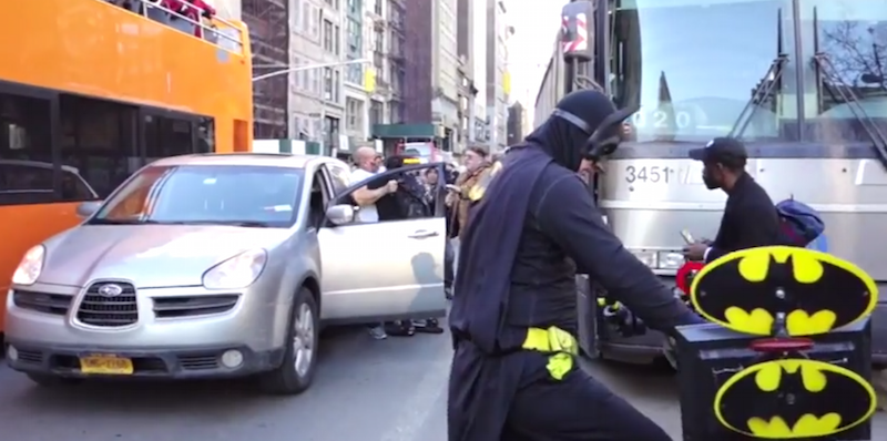 Only in New York City - WTF!? Batman auf einem Fahrrad als Streitschlichter in New York City - Atomlabor Blog