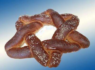 http://www.winnish.net/breads/challah-and-roll/