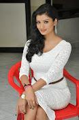 Ishitha Vyas sizzling pics-thumbnail-5