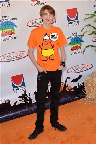 Bella Thorne And Garrett Backstrom LovelyStars: 10/23/201...
