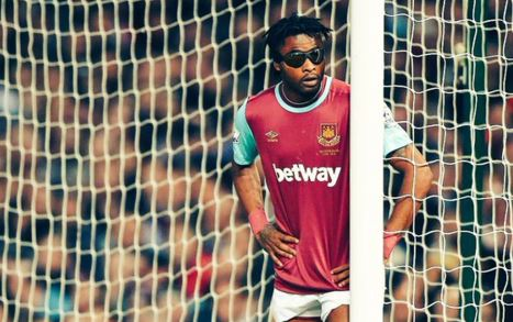 Alex Song parece Edgar Davids