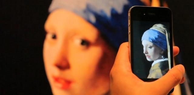 un tableau de Ver Meer animé sur smartphone