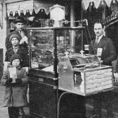 اقدم ماكينة لصنع الفشار