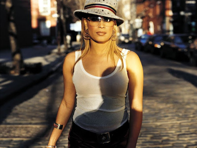 Blu Cantrell have a perfact body