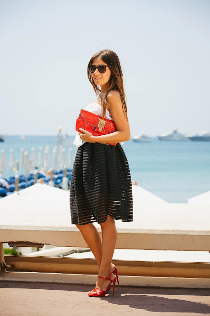 http://www.oasap.com/skirts/55272-structured-mesh-insert-pleated-swing-skirt.html/?fuid=235465