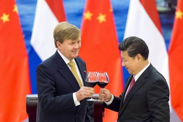 King Willem-Alexander and Queen Maxima of The Netherlands attends the state banquet hosted by President Xi Jinging and his wife Peng Liyuan at the Golden Hall