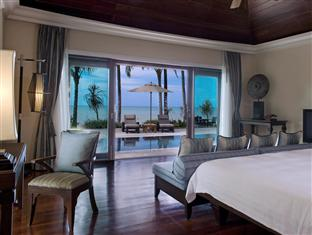 Le Meridien Khao Lak, Oceanfront Residential Pool Villa master bedroom
