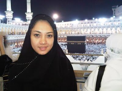 Dea Tunggaesti Pengacara Cantik Nazaruddin