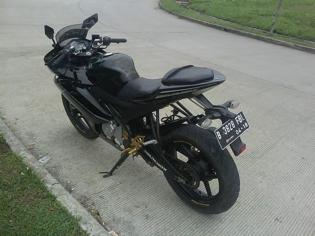 Foto Modifikasi Yamaha Vixion Full Fairing ala R15 V2