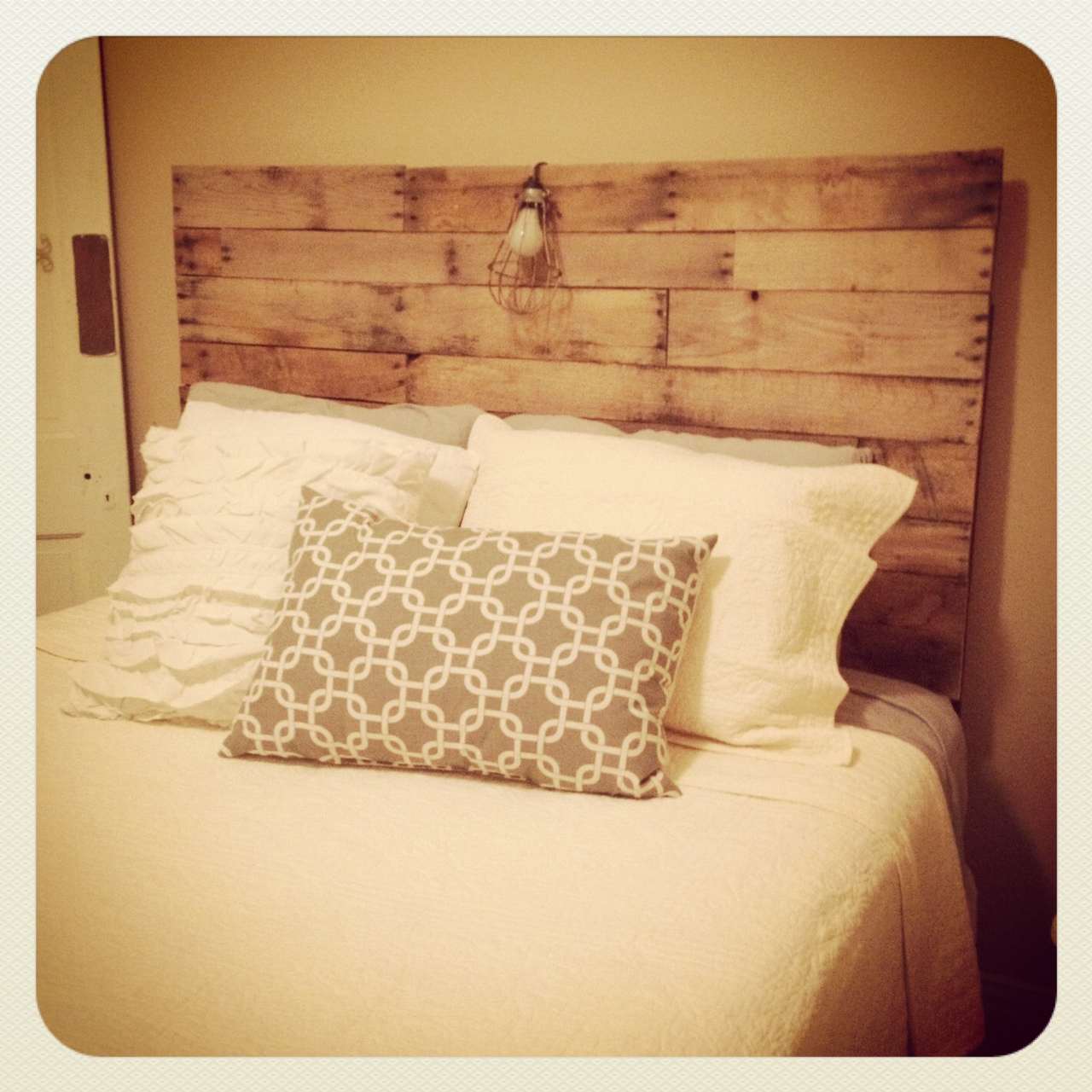 Shabby shack crafts pallet headboard for How to make a king size headboard out of pallets