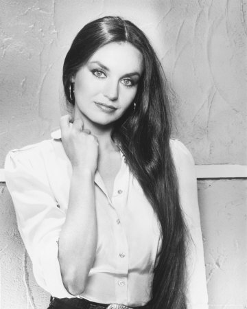 Crystal Gayle Net Worth