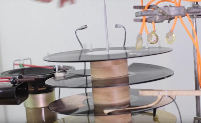 The Mechanical Techno Set von Graham Dunning | Wenn der Turntable zur Technomaschine wird