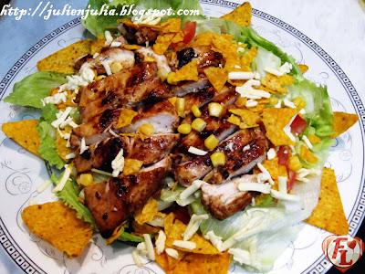 Mexican Style BBQ Chicken Salad سلطة دجاج الباربيكيو بطابع مكسيكي