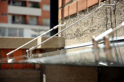 Estructural casa envigado techo en vidrio for Cocina separada por un techo de vidrio