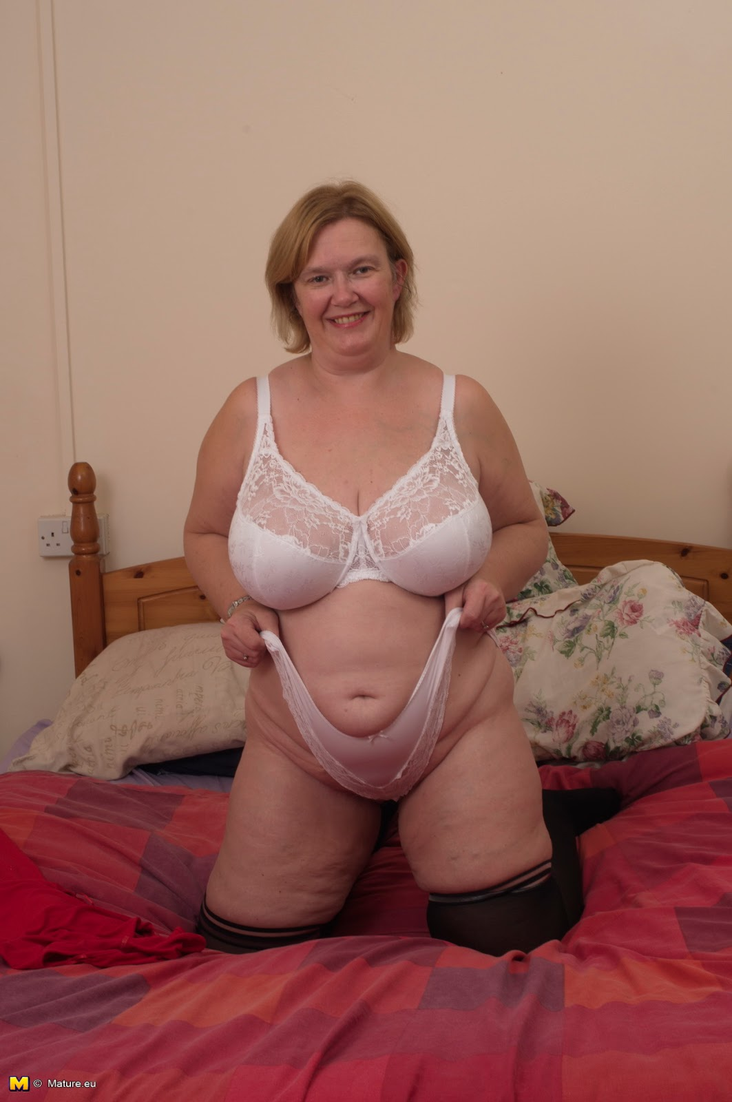 Busty chubby blonde loves to play with her juicy pussy 4 u - 3 7