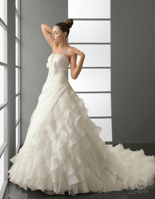 """<Img src = """"vestido_de_novia_aire_2012_152.jpg"""" alt = """"vestido novia volantes, romantico"""">"""