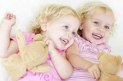 bayi-cewek-kembar-cantik