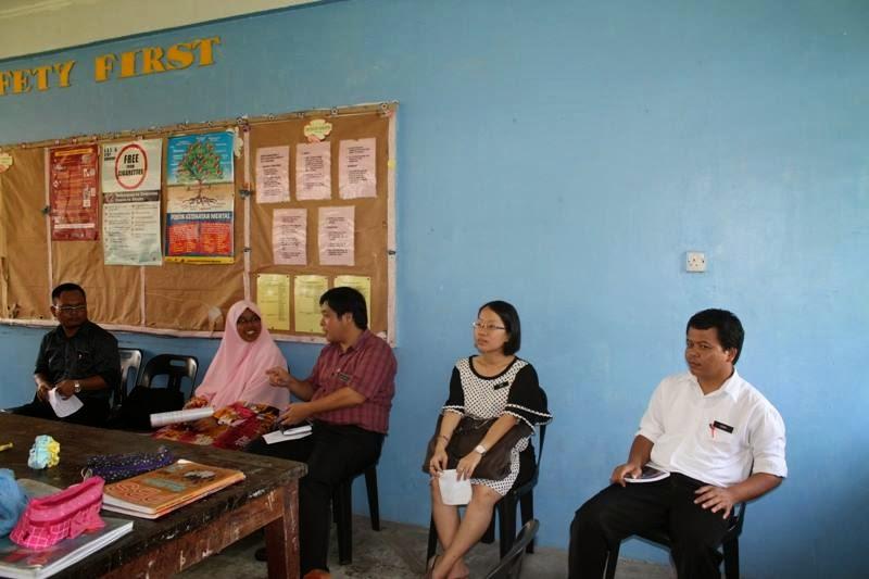 Guru-guru Sains SMK Bawang Assan semasa sesi PLC Peer Coaching