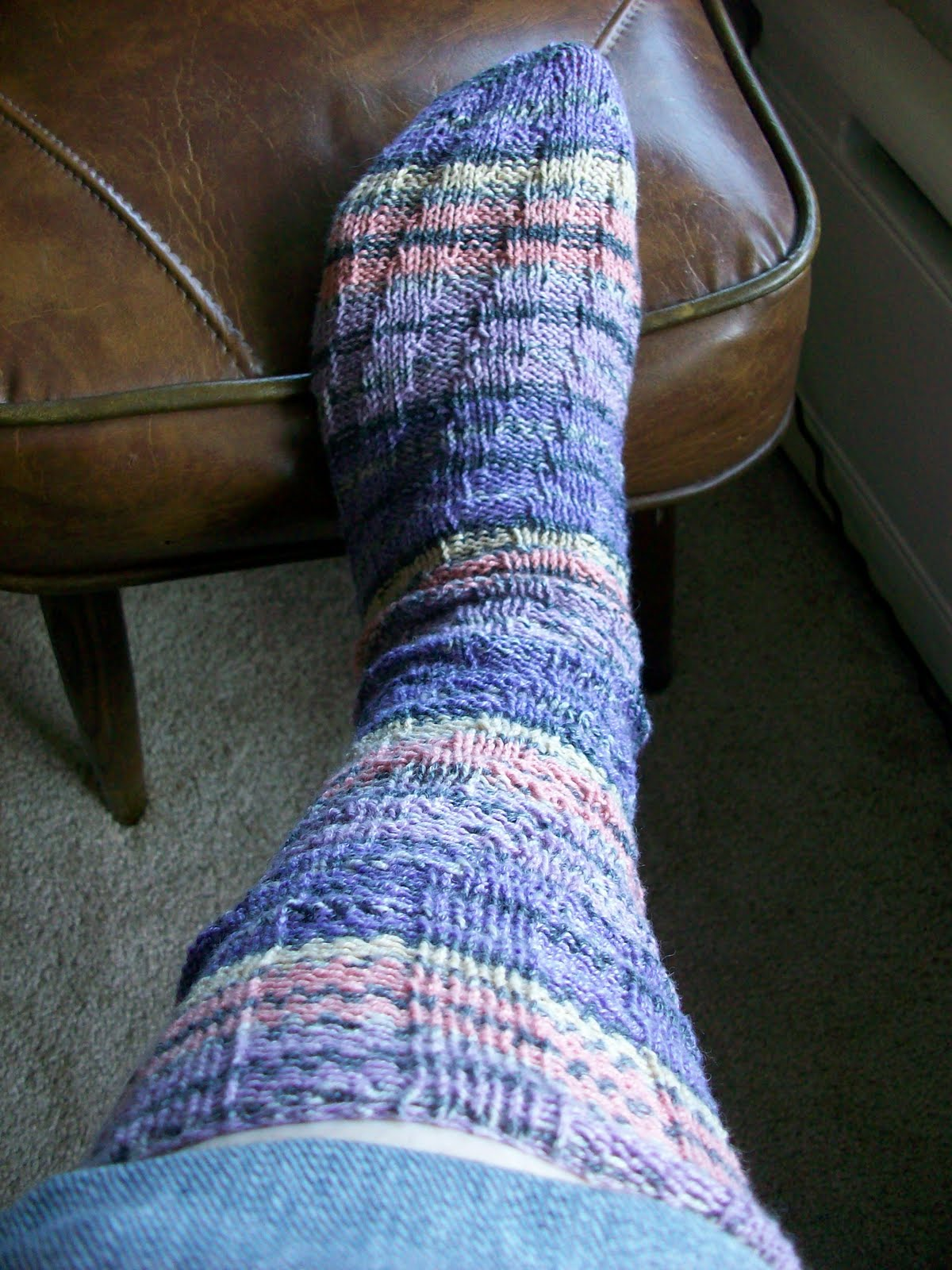 Spiral Socks Knitting Pattern : the pink sisters: Spiral Tube Socks