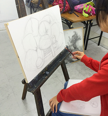 横浜美術学院の中学生向け教室 美術クラブ 言葉からイメージするデッサン『家』3