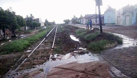 Vila Presidente Vargas: Moradores têm casas invadidas pela água e querem solução já para o problema