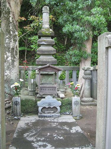Yoritomo's tomb, Kamakura