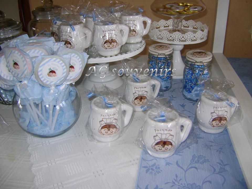 Mates en cerámica con asa pintados a mano con la Temática del evento